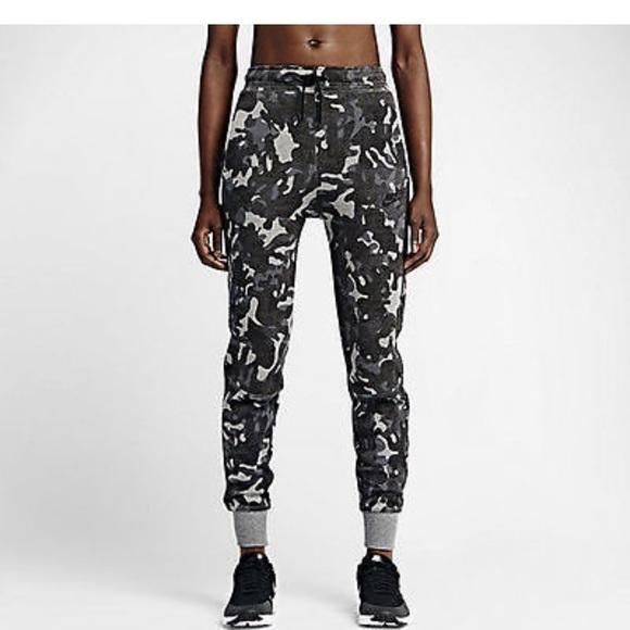 42a873911e0ef Nike Women's Tech Fleece Camo Joggers. M_5a94a6ebf9e50119224ce156
